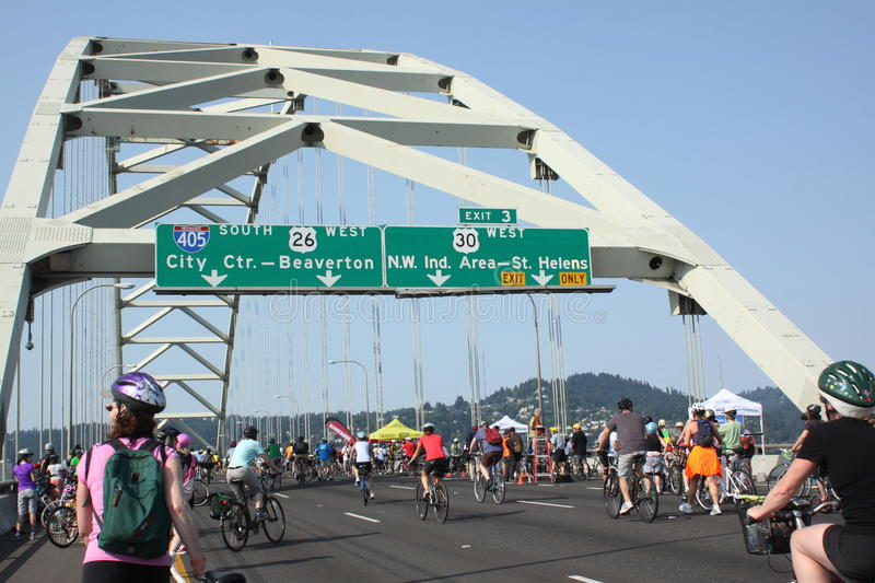 Download Bicyclists Takeover Portland Editorial Stock Image - Image: 26135929