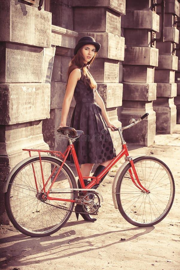 Bicykl i dziewczyna obrazy royalty free