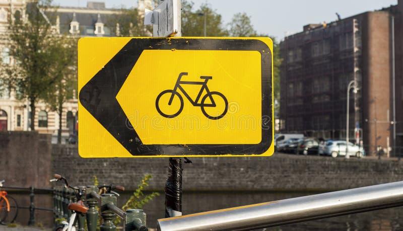 Bicykl podpisuje wewnątrz Amsterdam zdjęcie royalty free