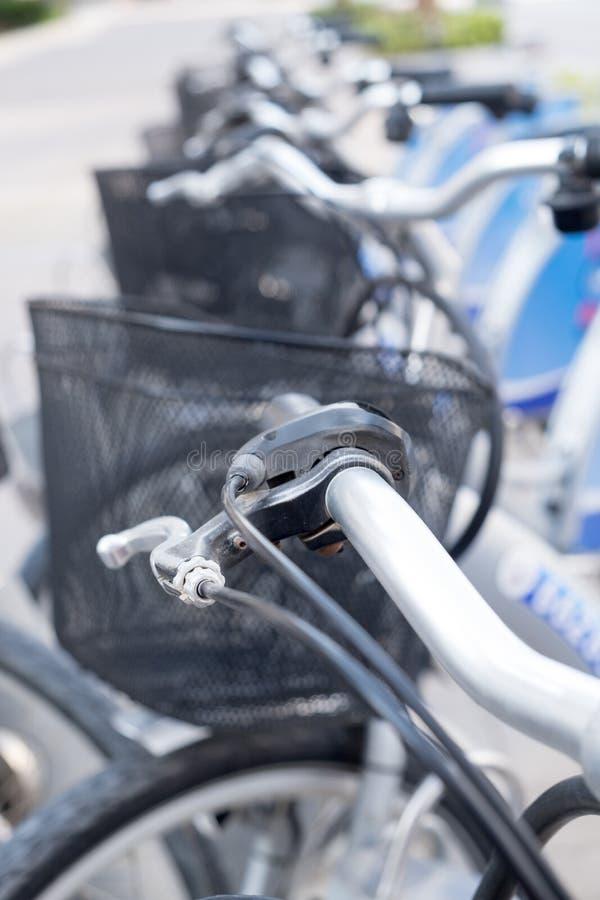 Bicykle dla dzierżawienia przy Dubaj Marina obraz royalty free