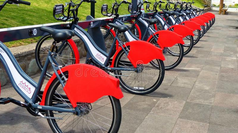 Bicykle na do wynajęcia stacji jawny rowerowy system obraz royalty free