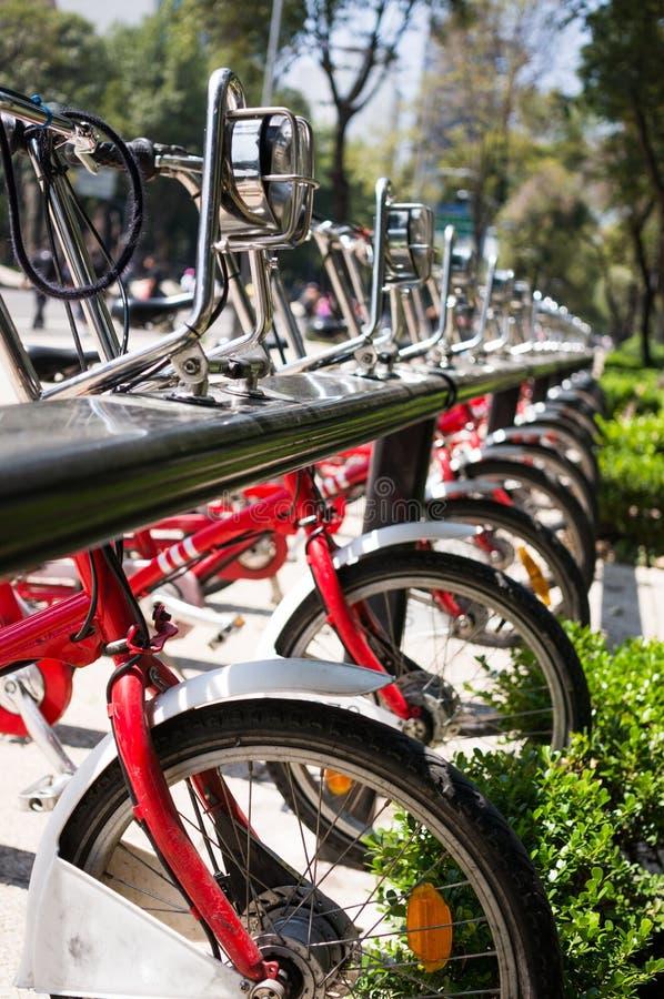 Bicykle na parking fotografia stock