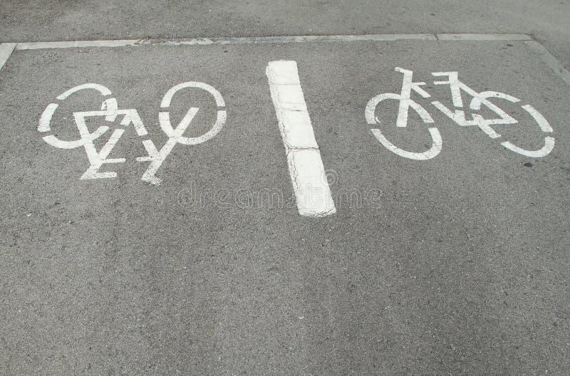 Bicykle podpisują wewnątrz ziemię zdjęcie stock