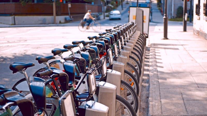 Bicylces en la calle de Montreal, Canadá imágenes de archivo libres de regalías