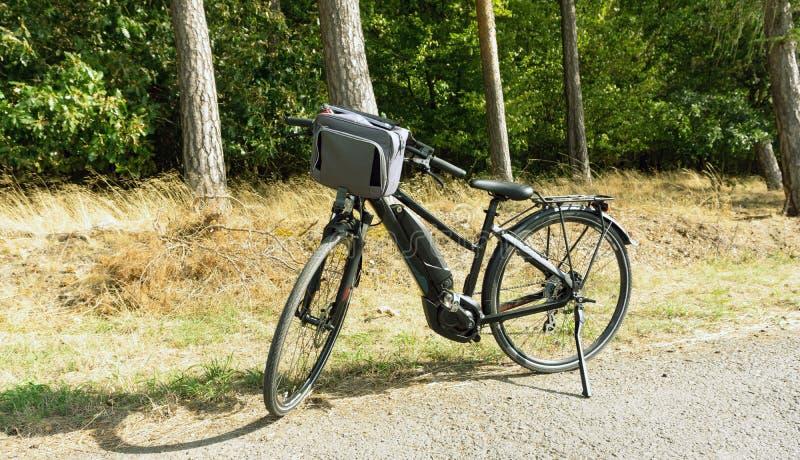Bicyle électrique noir photos stock