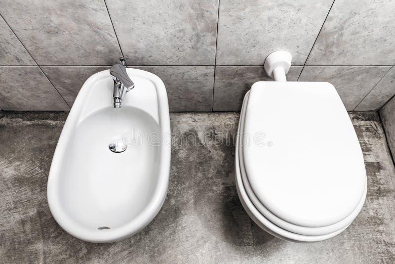 Bidé och toilette royaltyfri fotografi