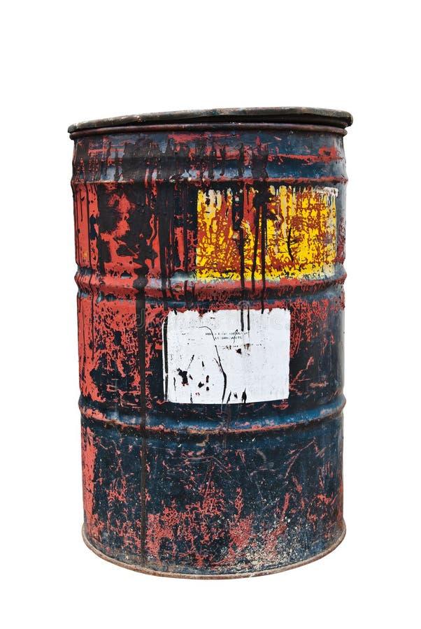 Bidón de aceite oxidado viejo en fondo blanco aislado imagen de archivo