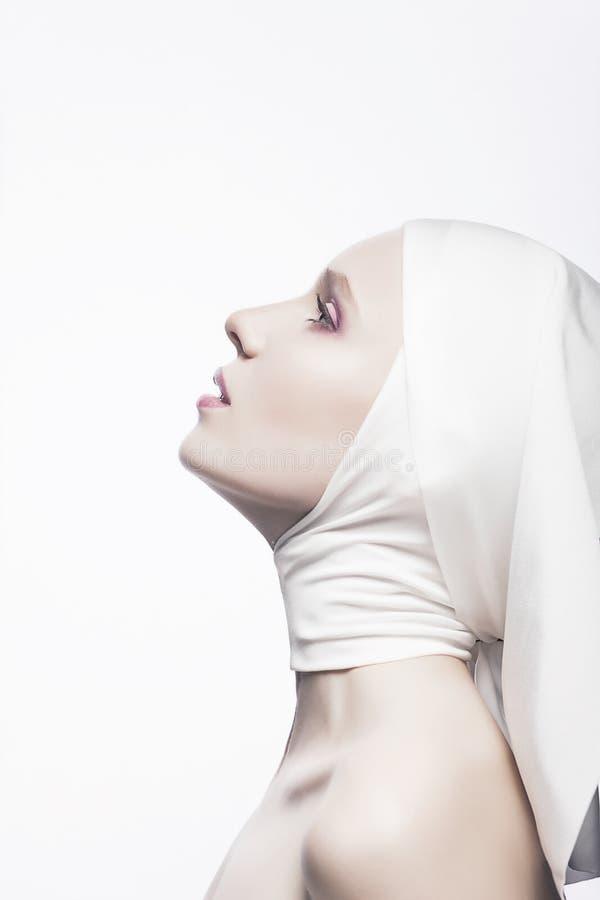 Biddend Godsdienstige Vrouw - het Concept van de Kerk stock afbeelding