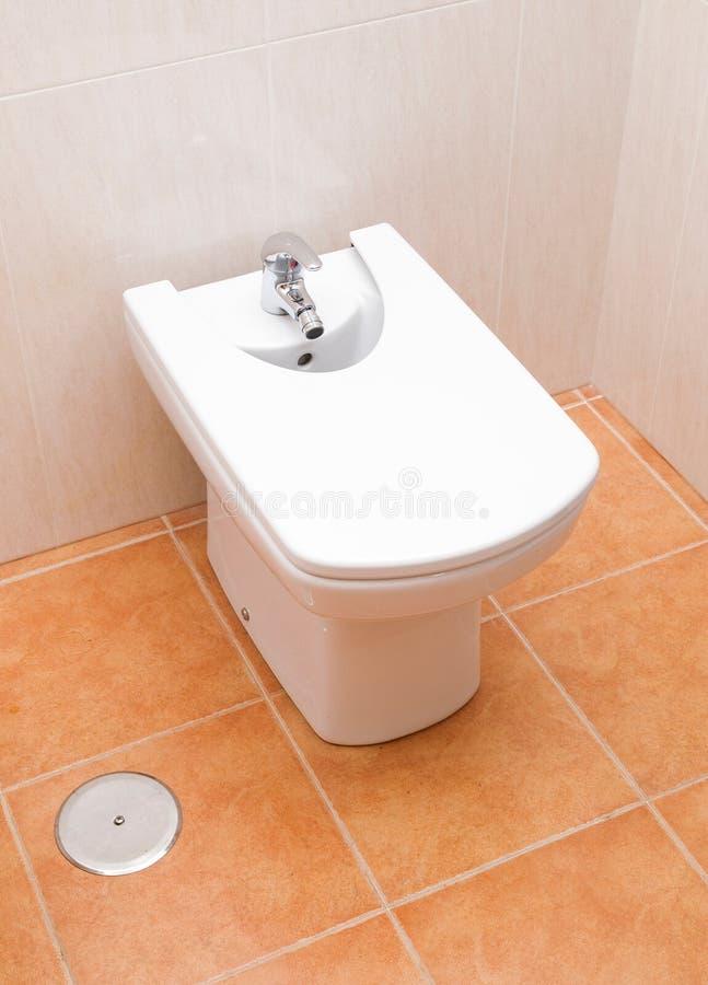 Bidet in een badkamers stock fotografie