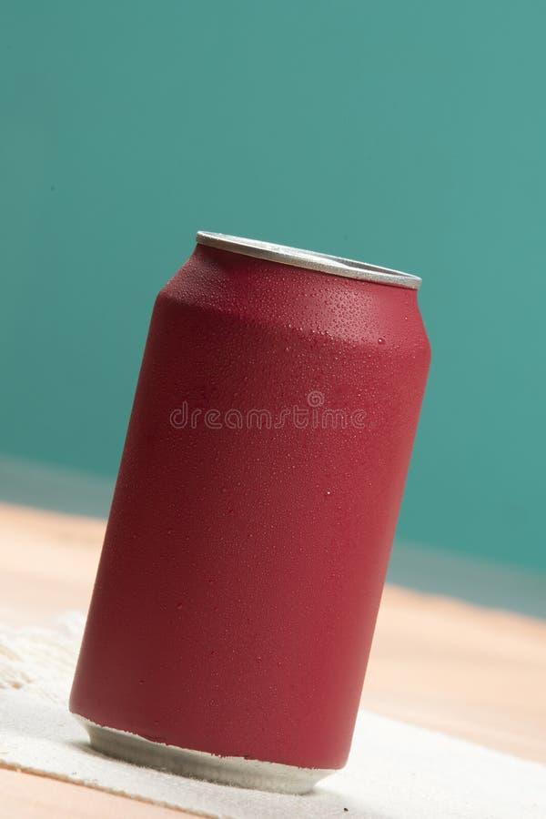 Bidon de bicarbonate de soude rouge photos stock