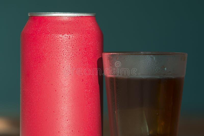 Bidon de bicarbonate de soude rouge photos libres de droits