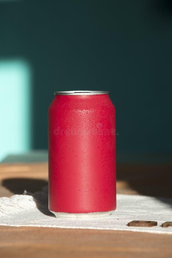 Bidon de bicarbonate de soude rouge images libres de droits
