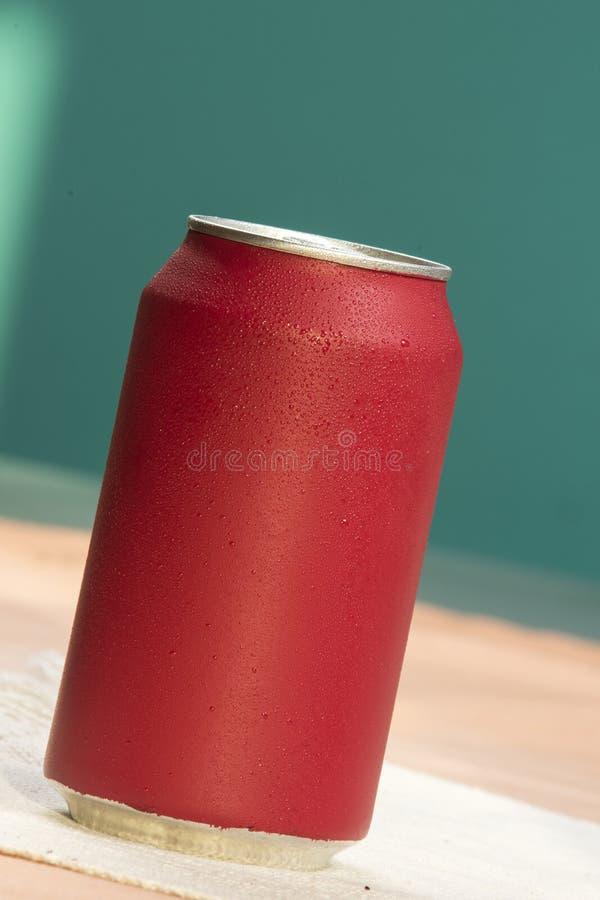 Bidon de bicarbonate de soude rouge photo stock