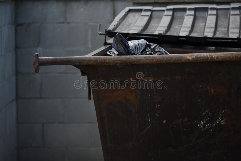 Bidone della spazzatura dei rifiuti fotografia stock libera da diritti