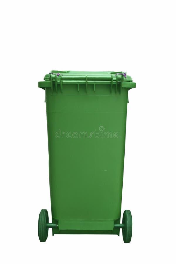 Bidone della spazzatura di plastica verde isolato su fondo bianco immagine stock
