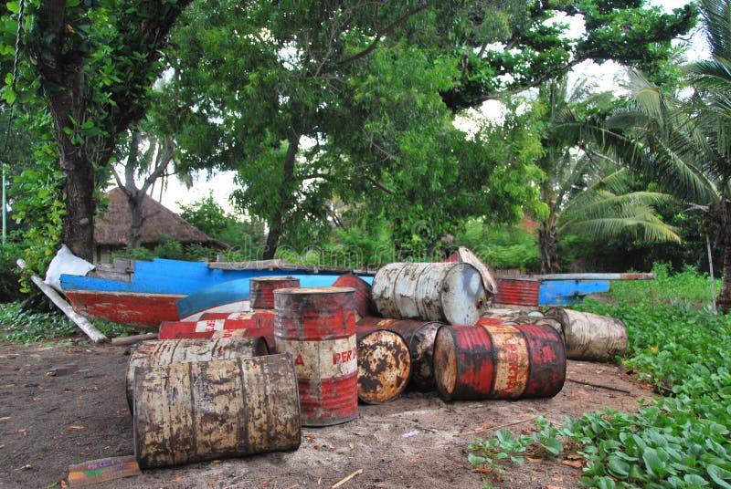 Bidones de aceite en África imágenes de archivo libres de regalías