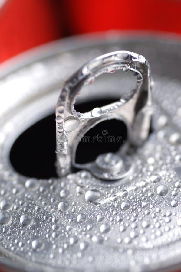 Bidons de boisson non alcoolique ou de bière photographie stock libre de droits