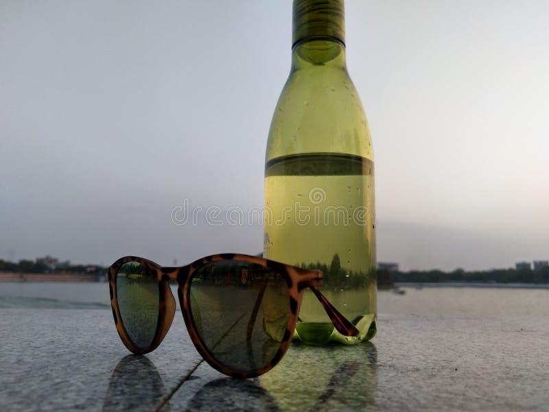 Bidonu i sunglass wizerunek fotografia stock