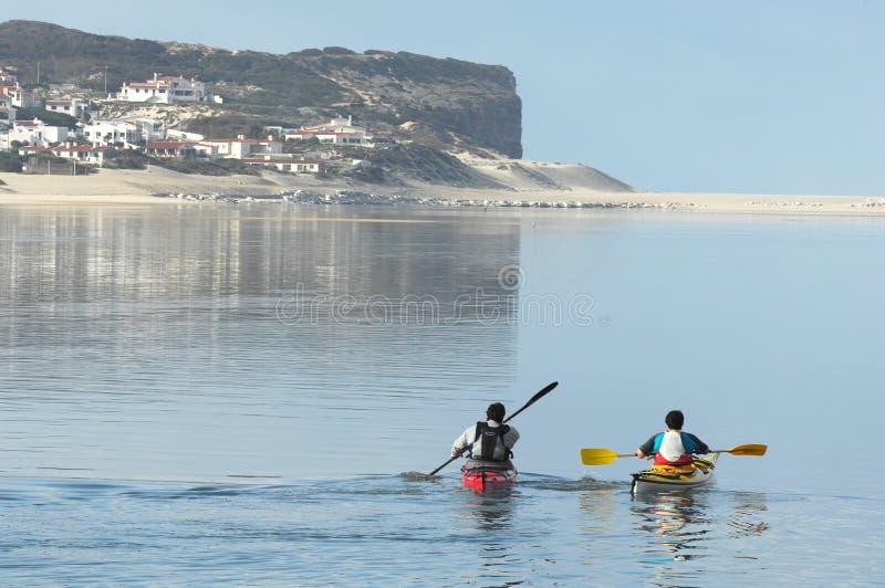 bidos划皮船的盐水湖 图库摄影
