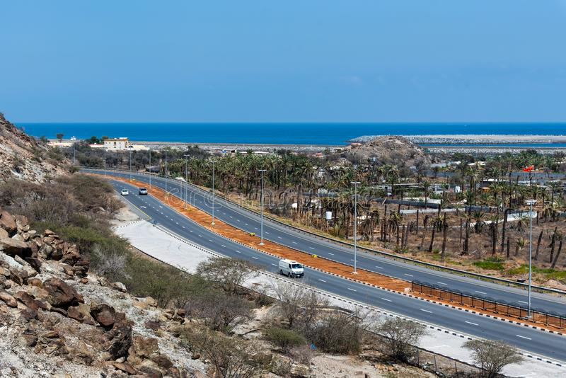 Bidya,阿拉伯联合酋长国- 2019年3月16日:阿曼海湾和Bidya沿海路在富查伊拉的酋长管辖区的在阿拉伯联合酋长国 免版税库存照片