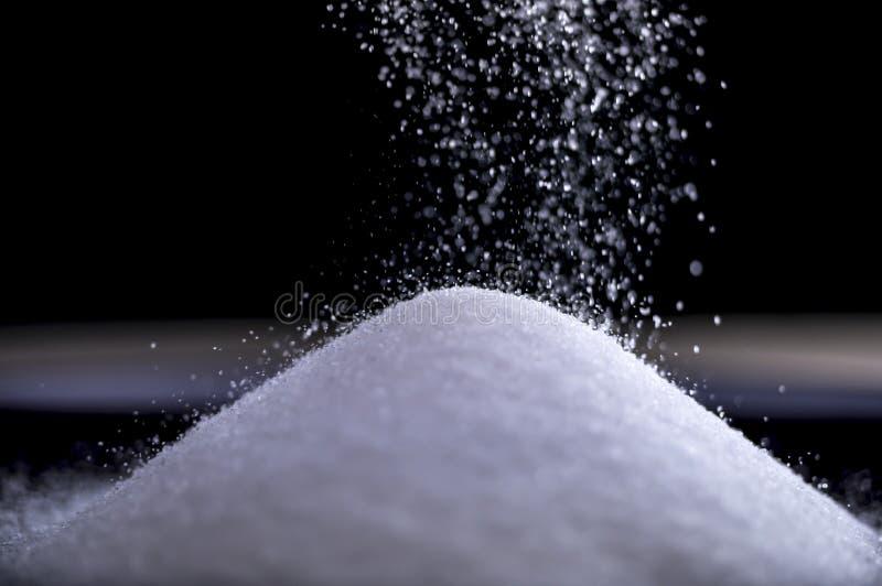 Bieżący cukier tworzy stos gdy ono spada zdjęcia stock