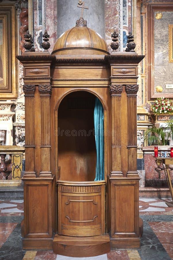 Biecht bij de kerk royalty-vrije stock fotografie