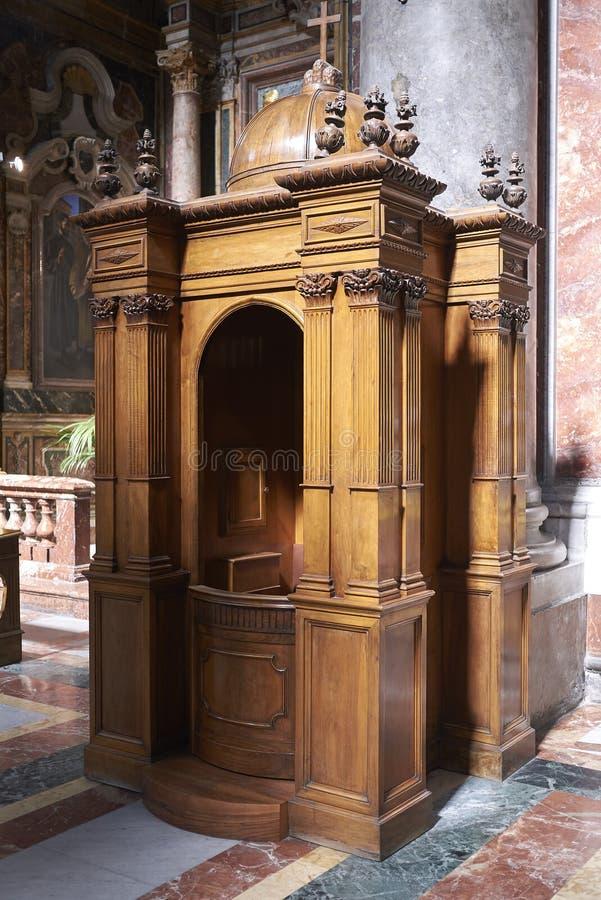Biecht bij de kerk royalty-vrije stock foto