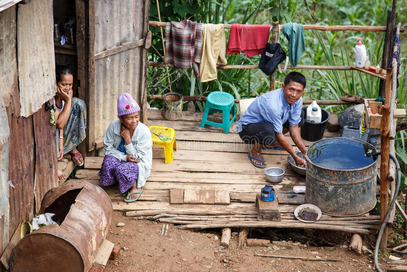 Biedna rodzina w Falam, Myanmar (Birma) zdjęcia stock
