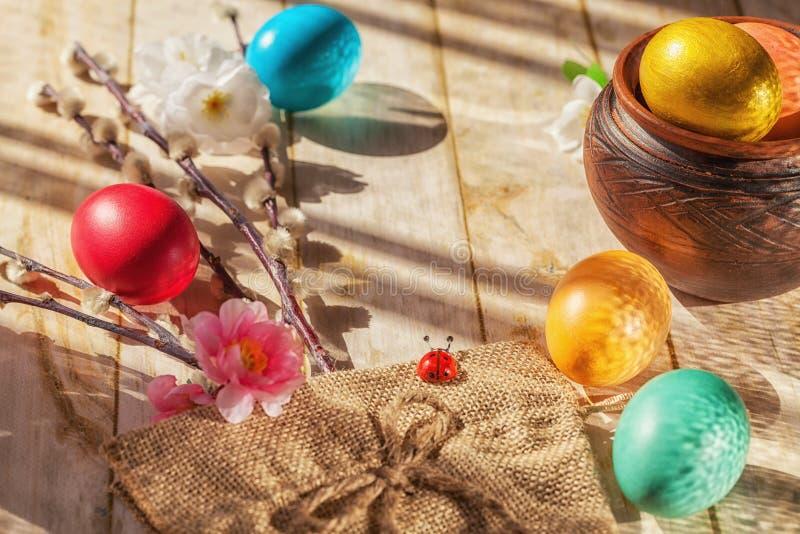 Biedronka wśród Wielkanocnych jajek, Rosja obrazy stock