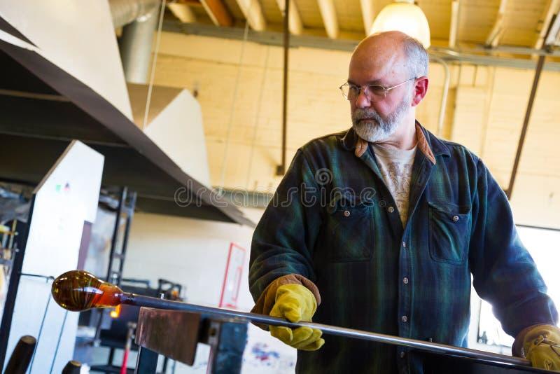 Biegły Glassblower zdjęcie stock