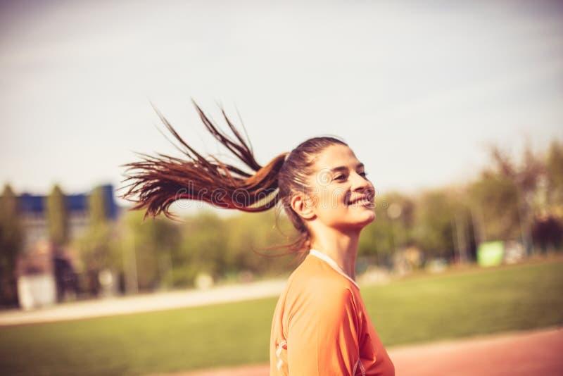 Bieg robi ja szczęśliwy młode kobiety W Drodze fotografia stock
