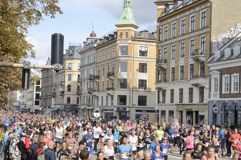 Biegacze przy Duńskim przyrodnim maratonem zdjęcie stock