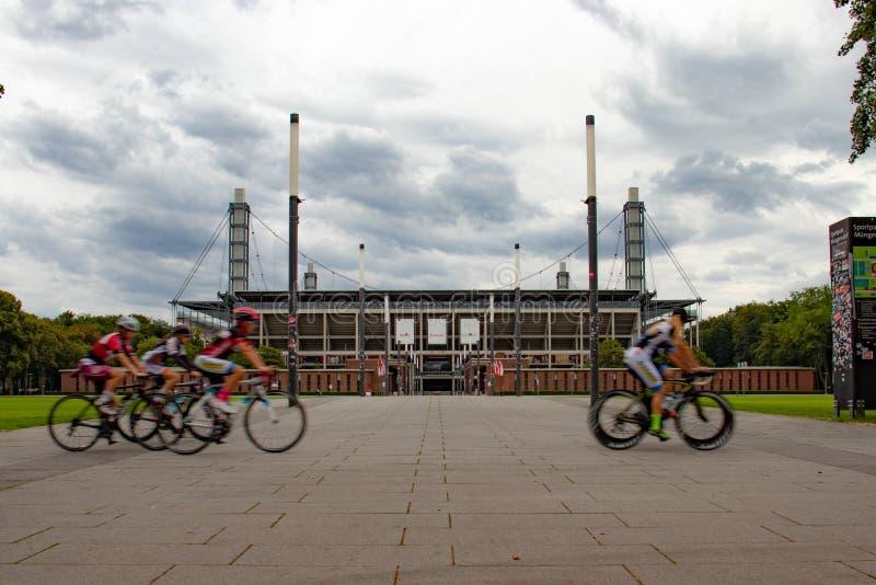 Biegowi bicykle przy Muengersdorfer stacją, Rheinenergiestation fotografia stock