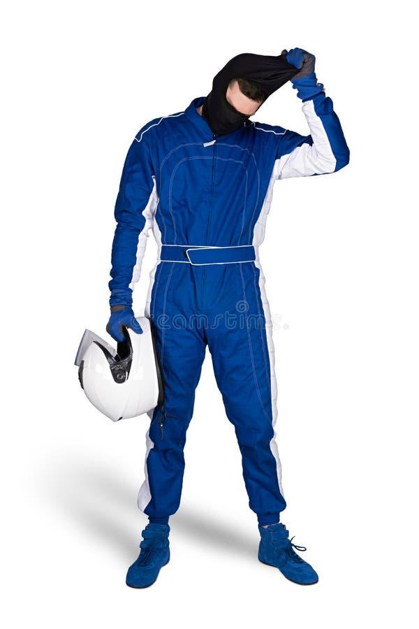 Biegowy kierowca w błękitnych białych motorsport kombinezonu butów rękawiczkach i zbawczy trzaska hełm zdejmujemy blaclava po kon fotografia stock