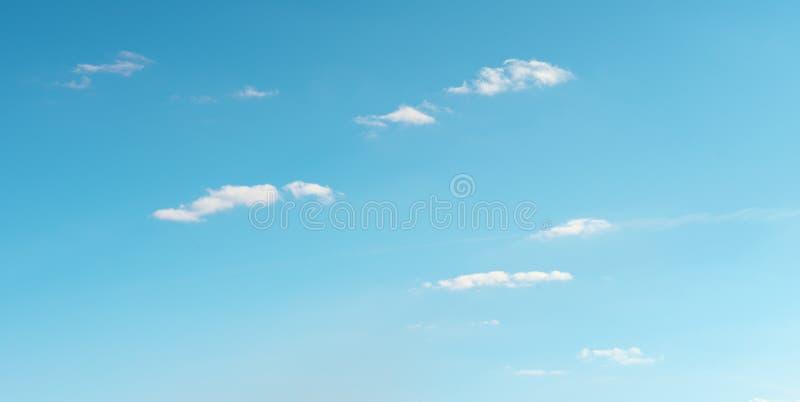 biel chmura na niebie zdjęcia stock