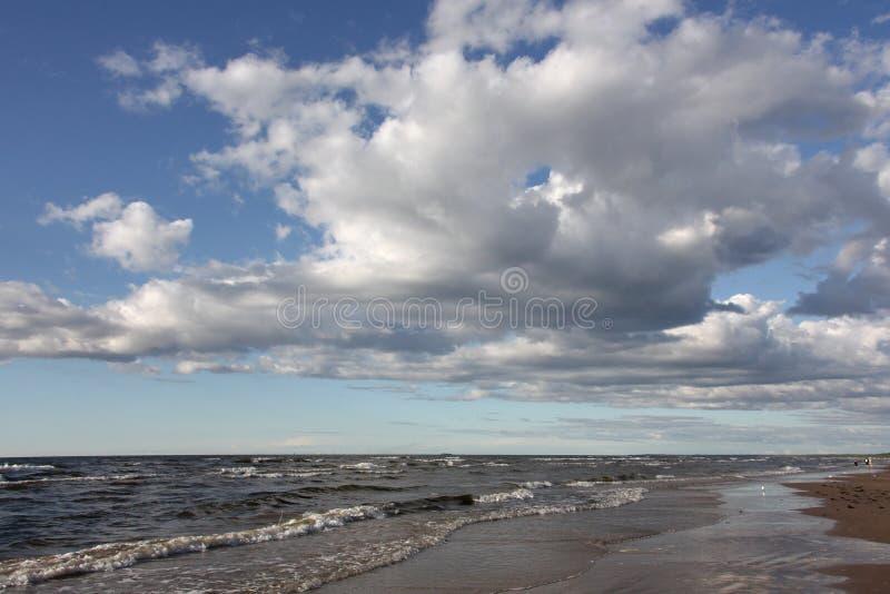 Biel chmurnieje nad morzem bałtyckim zdjęcie royalty free