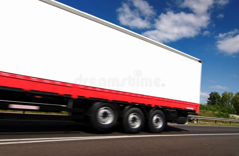 Biel ciężarówka na drodze zdjęcie royalty free