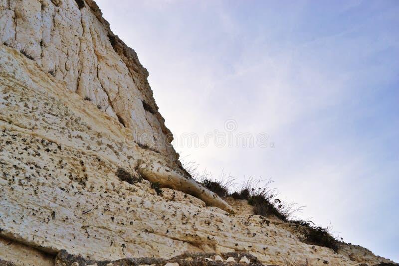 Biel groty przy wybrzeżem Rosh Hanikra i skały, północ Izrael, morze śródziemnomorskie obraz stock