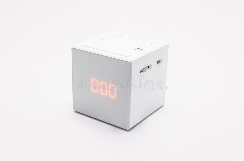 Biel, kwadrata cyfrowy zegar na białym tle z ścinek ścieżką zdjęcie royalty free