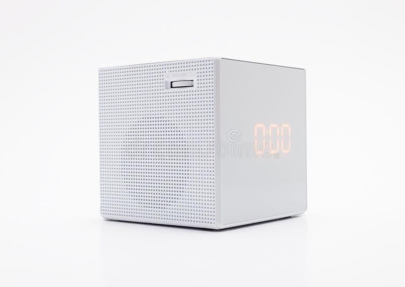 Biel, kwadrata cyfrowy zegar na białym tle z ścinek ścieżką obrazy stock