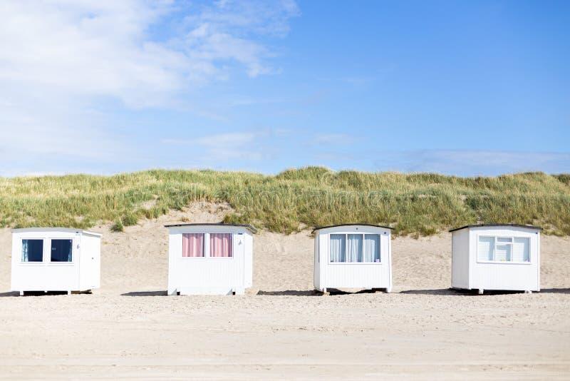 Biel Plażowe kabiny przy Lokken plażą zdjęcia royalty free