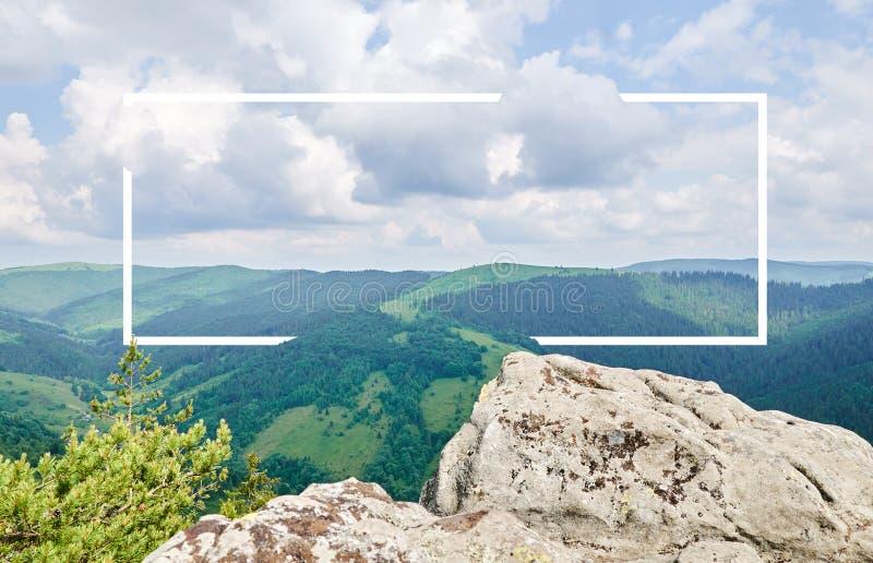 Biel rama, zintegrowana w krajobrazie dla twój zawartości, Bajka las, góra krajobraz obraz stock