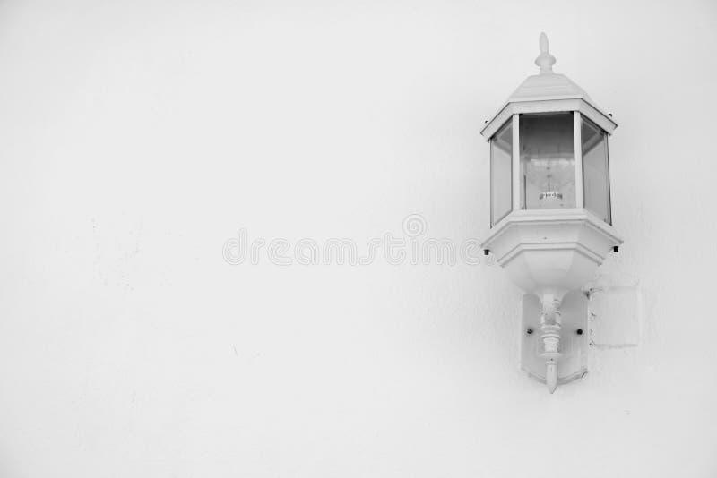 Biel srebna plenerowa lampa fotografia stock