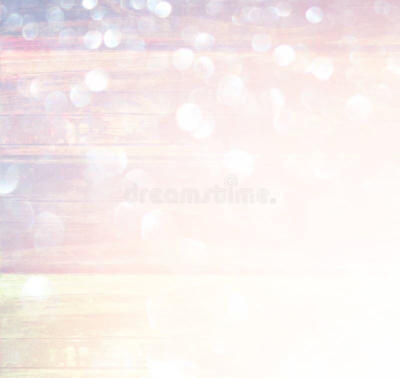 Biel srebni i złociści abstrakcjonistyczni bokeh światła defocused tło fotografia royalty free