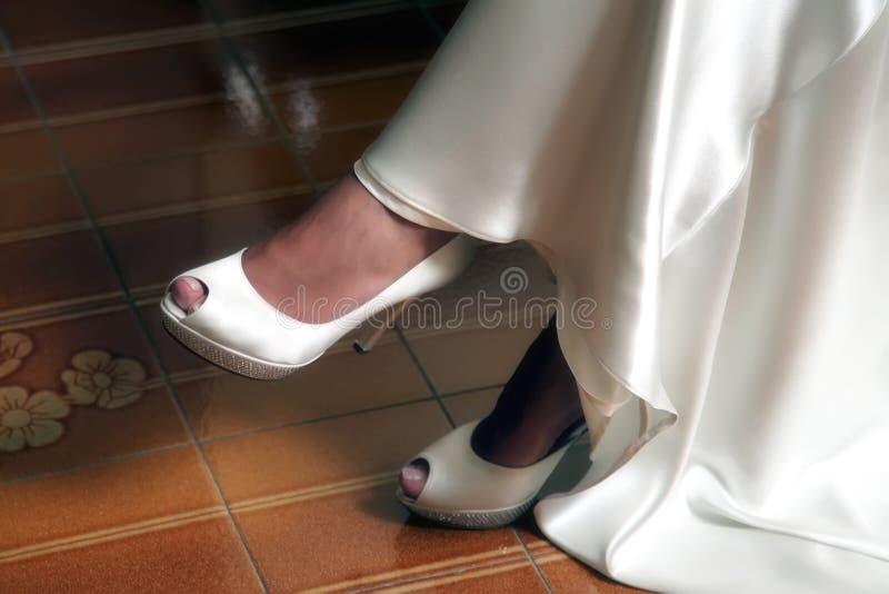 Biel suknia i buty panna młoda obraz royalty free