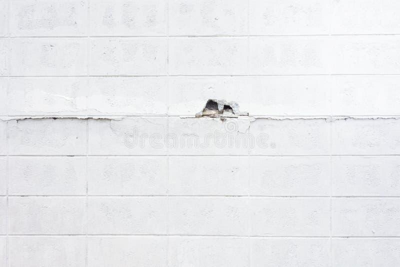 Bielu betonowego bloku tekstury krekingowy tło obraz royalty free