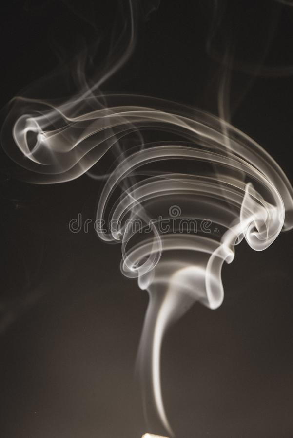 bielu dym na czarnym tle - rocznika retro spojrzenie zdjęcie stock