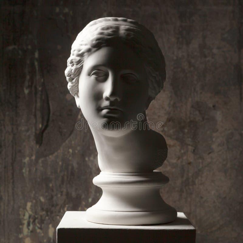 Bielu marmuru głowa młoda kobieta Statuy sztuki rzeźba kamienna twarz Antyczny piękny kobieta zabytek fotografia stock