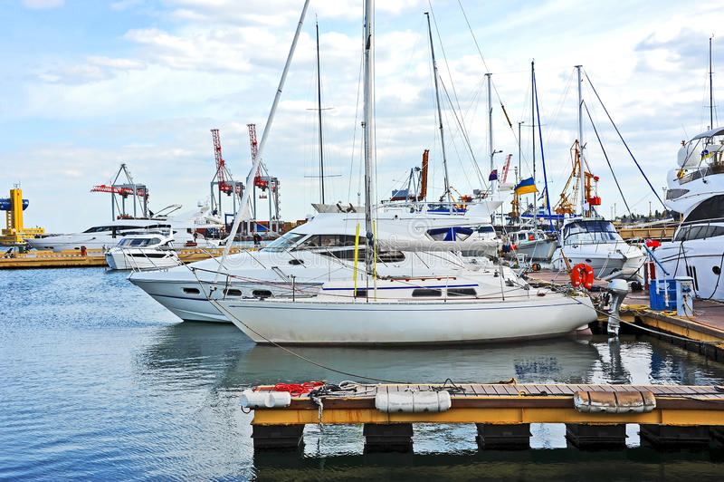 Bielu motorowy jacht zdjęcie royalty free