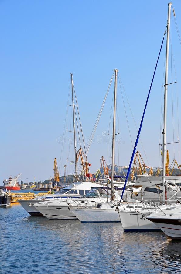 Bielu motorowy jacht obrazy royalty free